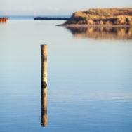 Stilles Wasser im Hafenbecken von Hou