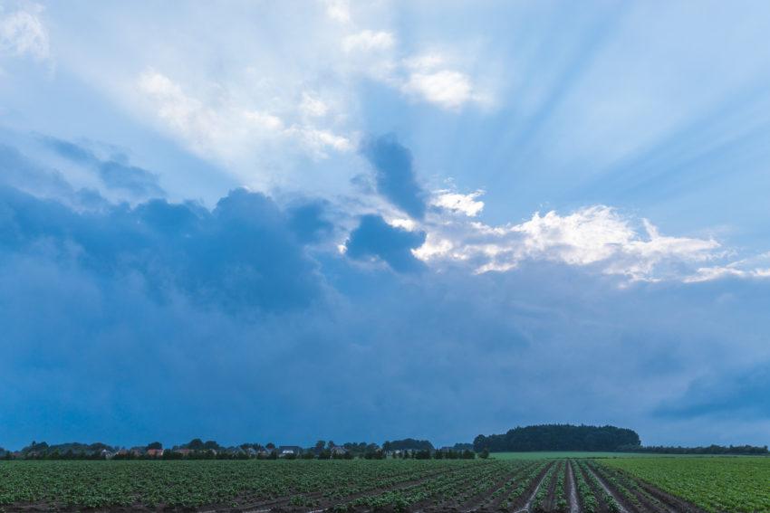 Beckdorf unter Wolken