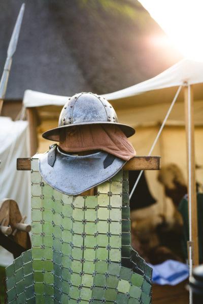 Helm und Kettenhemd