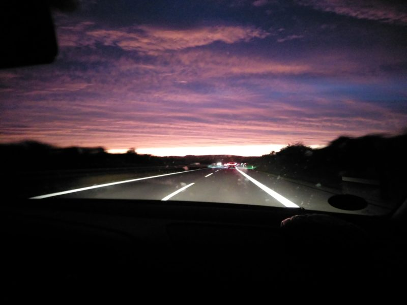 Wolkenhimmel im Sonnenaufgang