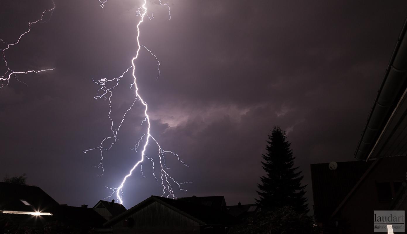 Wie fotografiere ich Blitze bei Gewitter?